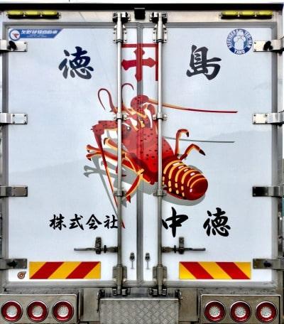 トラック背面の写真