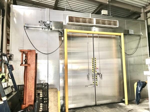 大型の冷凍庫