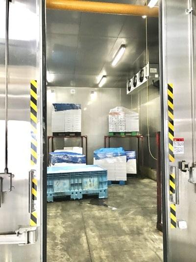大型冷凍庫の内部